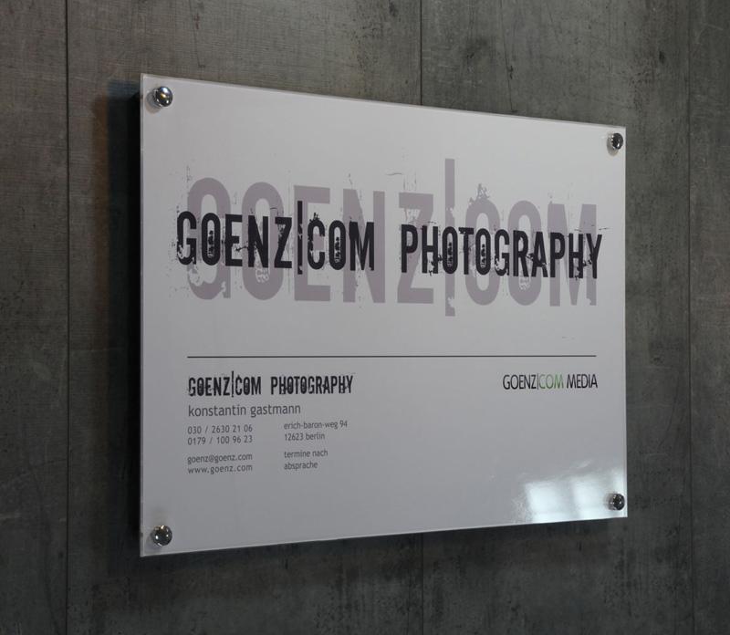 Plexiglas Berlin firmenschilder außen plexiglas firmenschild mit befestigung
